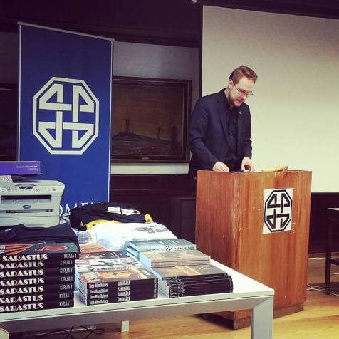 Nojatuolifasistien kaikukammio | Sami Eerola ja spektaakkeliyhteiskunta